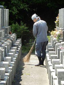 横浜市霊園清掃.jpg